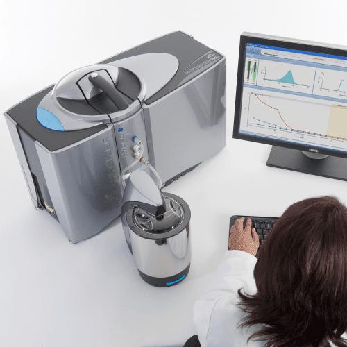 Analizator wielkości cząstek Mastersizer 3000 w trakcie pracy